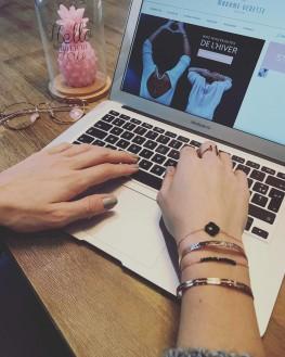 Composition tendance fashion bracelet femme chaîne or rose trèfle noir - Bijoux femme de créateur - Madame Vedette
